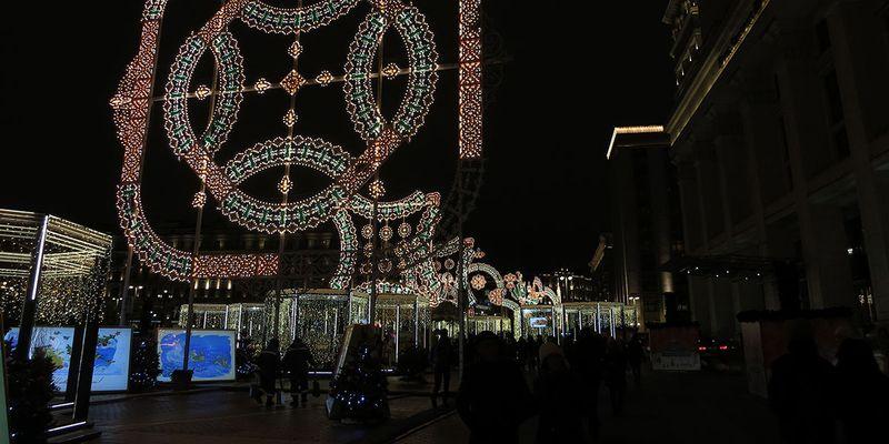 Какие улицы украшены в Москве - Манежная площадь