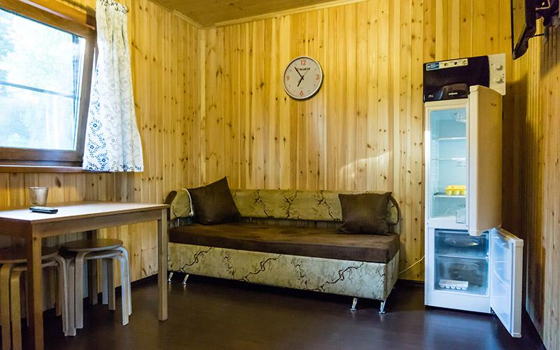 Кухня в домике на базе отдыха Канапелька в Карелии