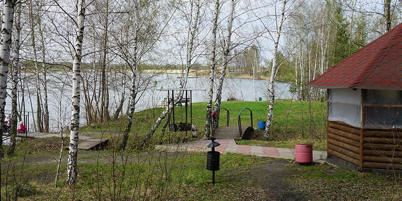 Отдых в беседке на берегу пруда в Орловской области