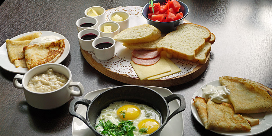 Питание завтрак в кафе на базе отдыха