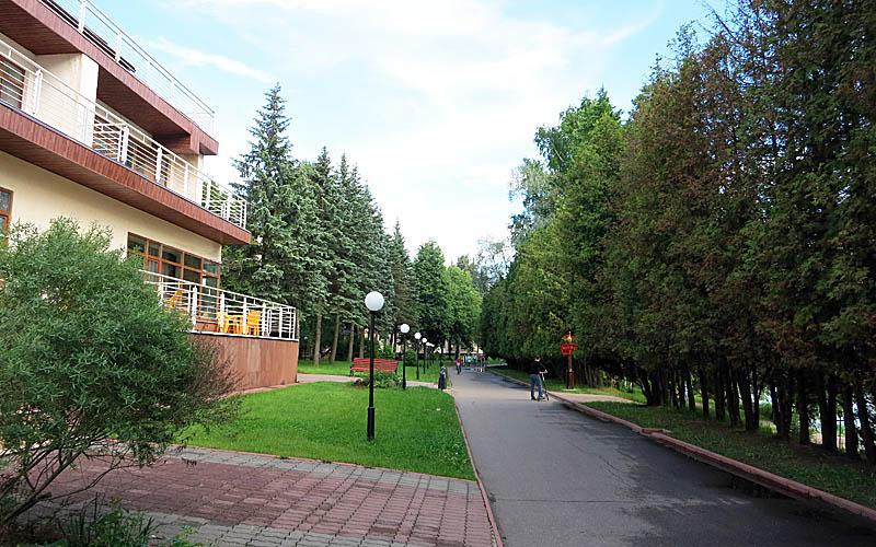 Территория семейного отеля Яхонты Ногинск