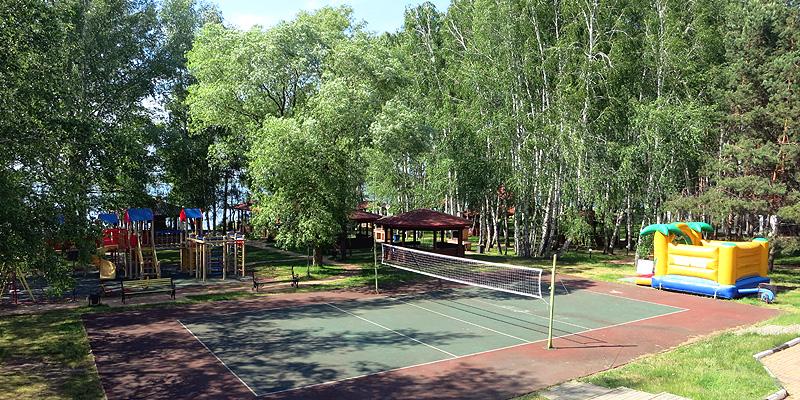 Детская площадка, батут, волейбольная площадка