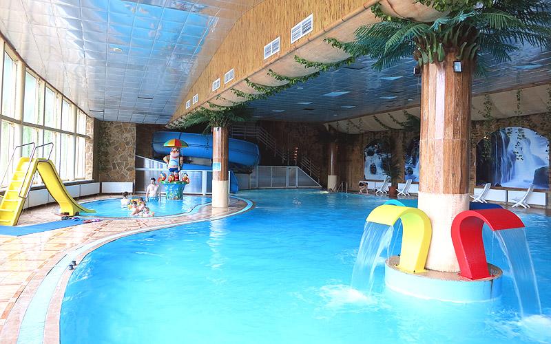 Детский бассейн аквацентр горки аквапарк в Подмосковье Яхонты Ногинск