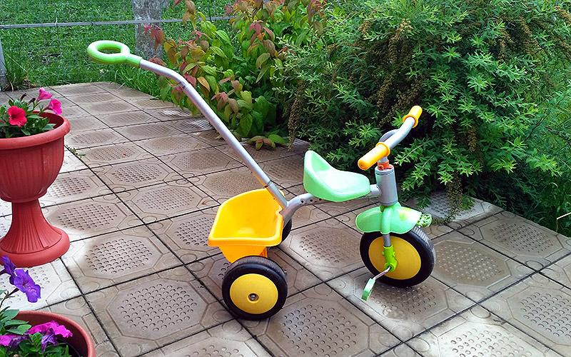 Как научить ребенка кататься на трехколесном велосипеде