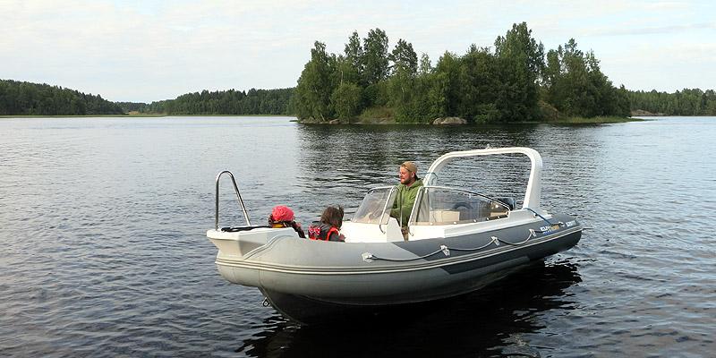 Аренда катера в Карелии RIB скайбот на Ладожском озере