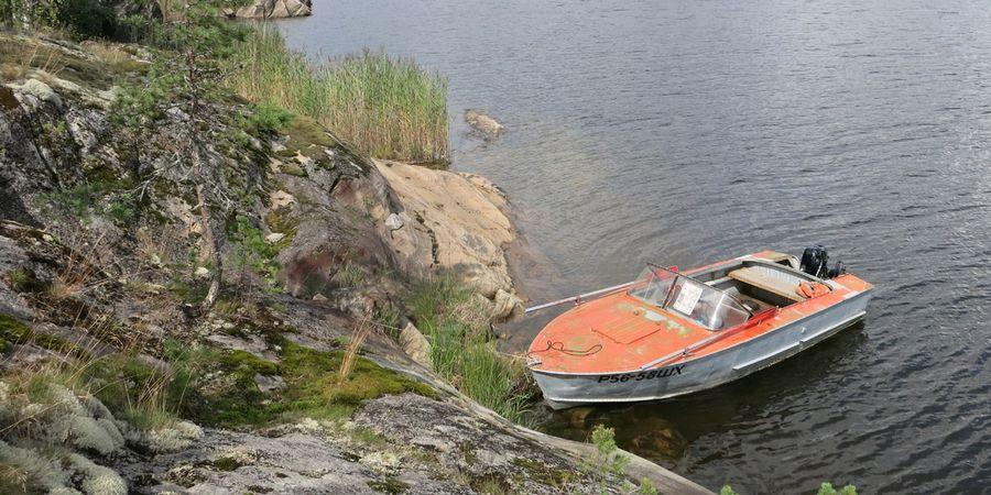 Аренда лодки с мотором в Карелии на Ладожском озере