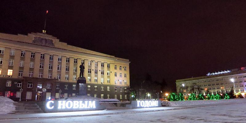 Красиво украшенные улицы и места Орла: Площадь им. Ленина.