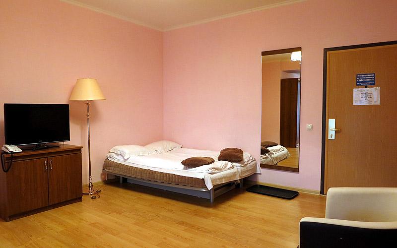 Раскладывающийся диван (дополнительное место) в номере