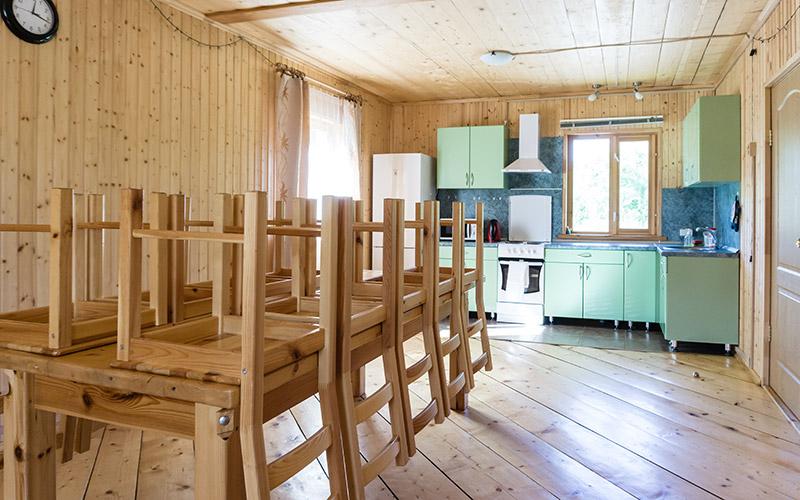 База Бояринов двор большая кухня столовая в коттедже