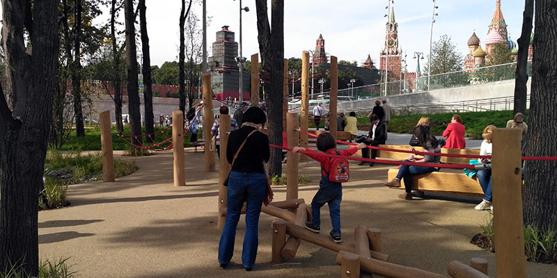 Детская площадка в парке Зарядье