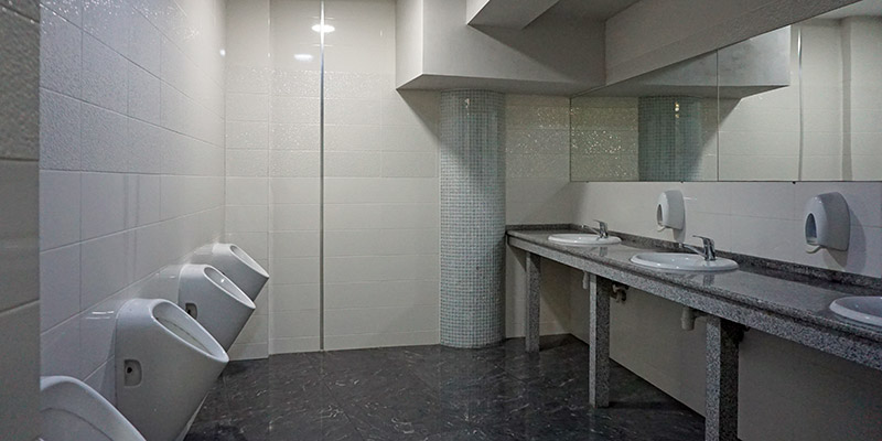 Туалет в зоопарке и дельфинарии в Ривьере