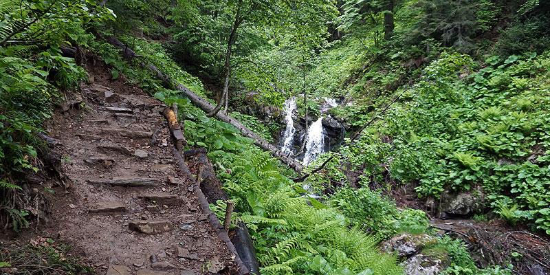 Один из порогов водопада Менделя