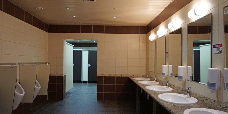 Туалет на высоте 1100 метров в Горной Олимпийской деревне