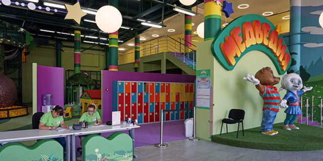 Вход в детский центр