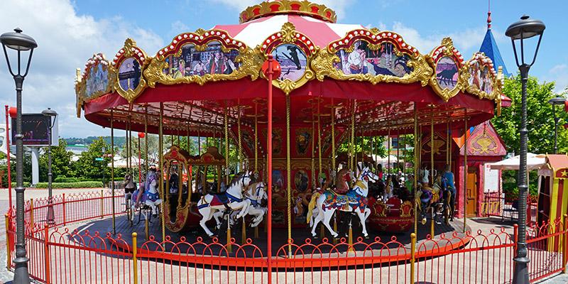 Аттракционы и развлечения для всей семьи в Сочи Парке. Карусель сказок