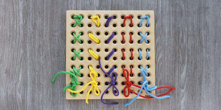 Вышивание крестиком на доске для плетения