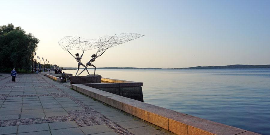 Скульптура Рыбаки в Петрозаводске набережная Онежского озера