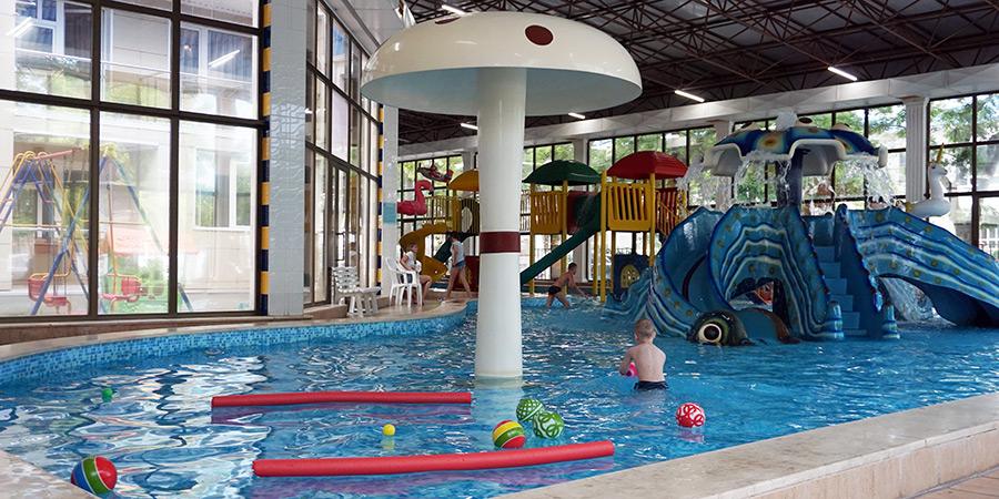 Грибок-фонтан и игрушки для купания