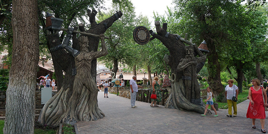Сказочные скульптуры
