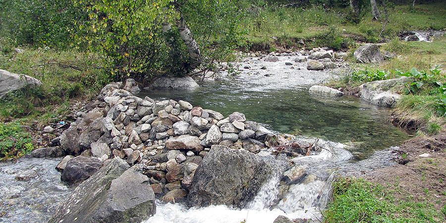 Искусственный бассейн в горах