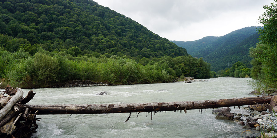Место стоянки на берегу реки Большой Зеленчук