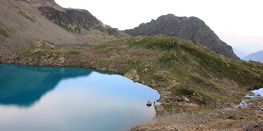 Вид на Софийские озера с перевала Иркиз