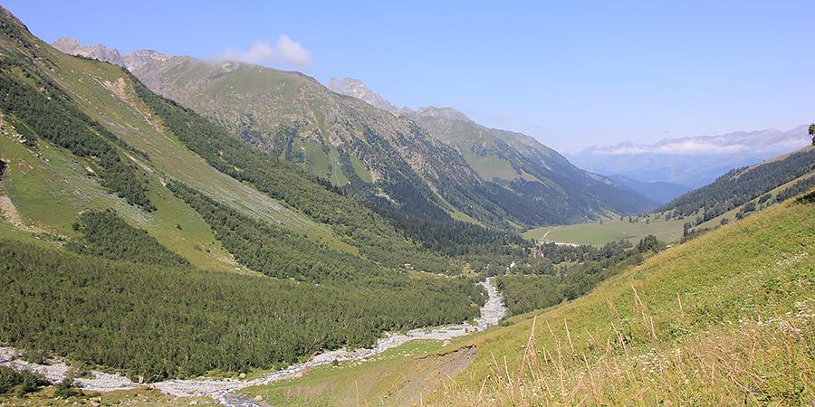Вид на Софийскую долину с перевала Чагет-Чат