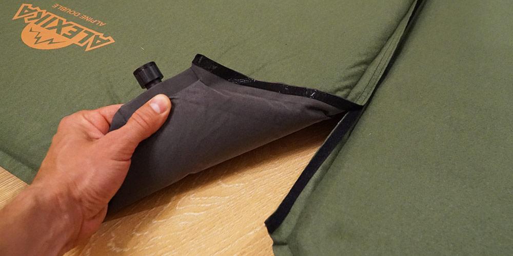 Оба коврика имеют ленту-липучку Velcro для соединения
