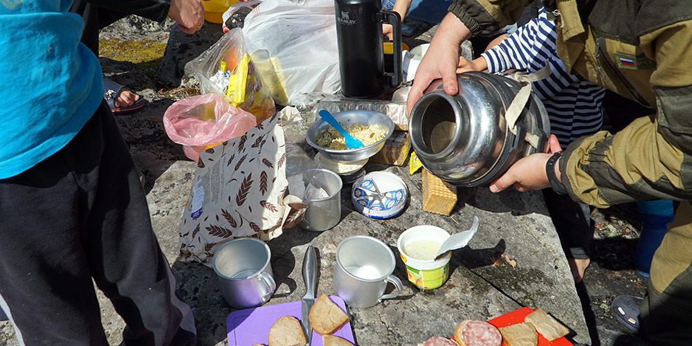 Обед в тихой бухте острова Хауккасаари