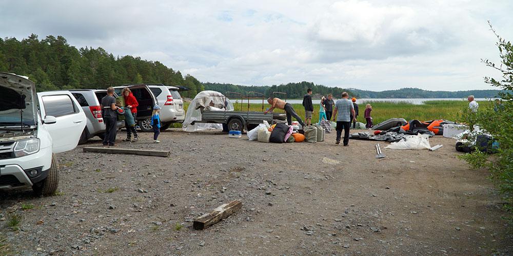 Сборы, спуск лодок и погрузка на причале в Терву