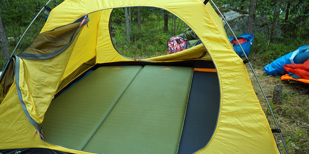 Установка палатки с ковриками Alexika