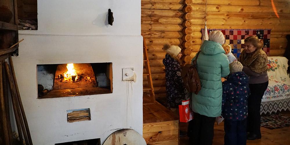 Русская печь (печка) в музее, на которой можно полежать
