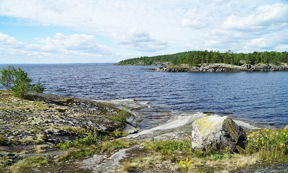 Обходим остров Вехкамо по открытому Ладожскому озеру