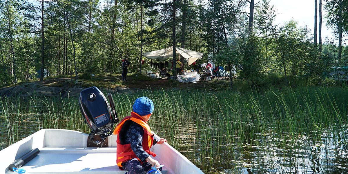 Лагерь на острове в Ладожском озере Карелии