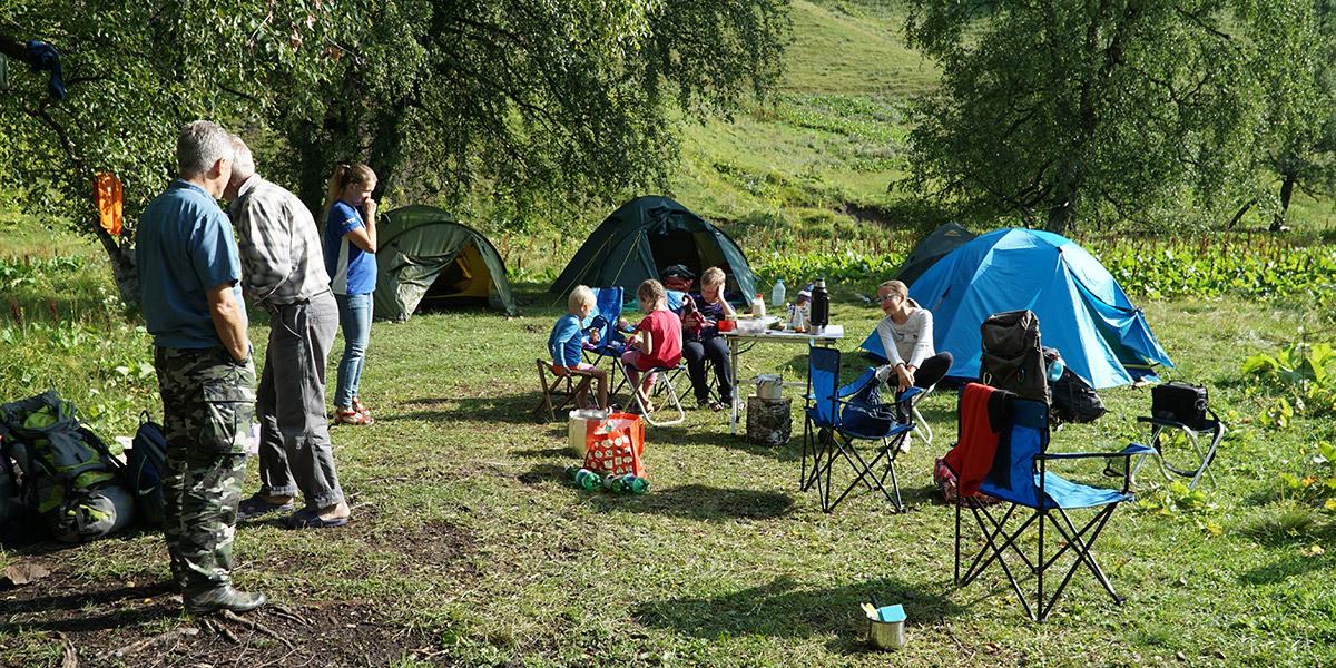 Палаточный лагерь в Архызе в долине Малой Дукки