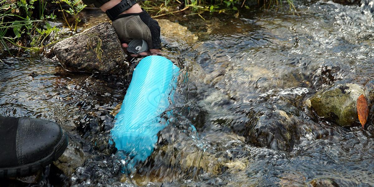 Бутылка для воды HydraPak Flux в походе по Архызу