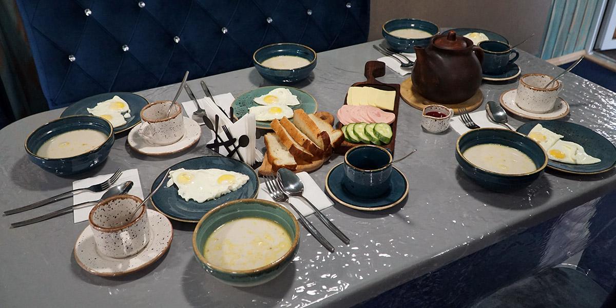 Завтрак на базе отдыха включен в стоимость проживания